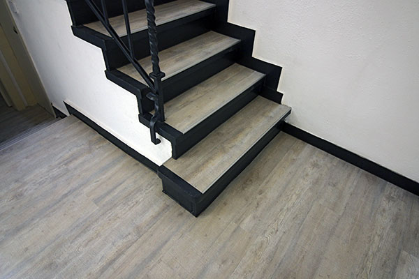 Treppe mit neuem Bodenbelag